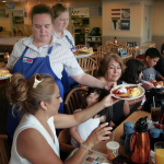 Over half of restaurant workers says guests have gotten more demanding during the pandemic – but tips have gotten worse, according to a new survey – Business Insider Australia